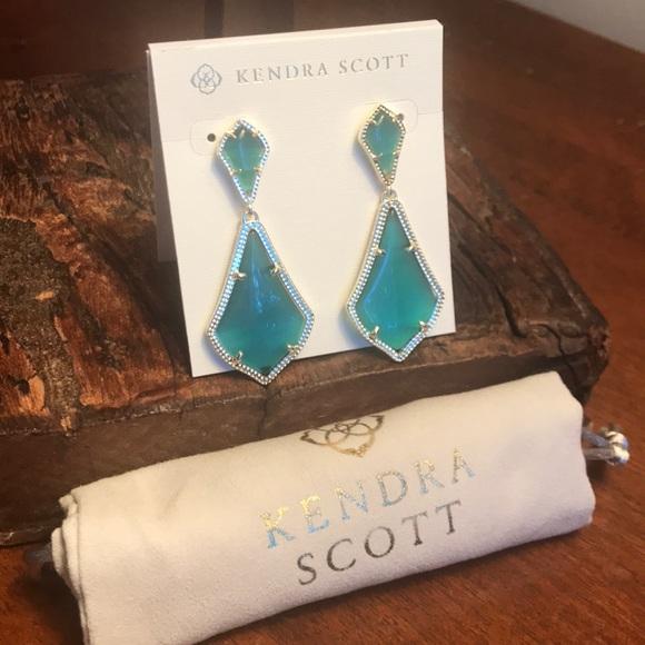 95f410fb78e3f NWT Kendra Scott Alexa Earrings in Emerald Green!
